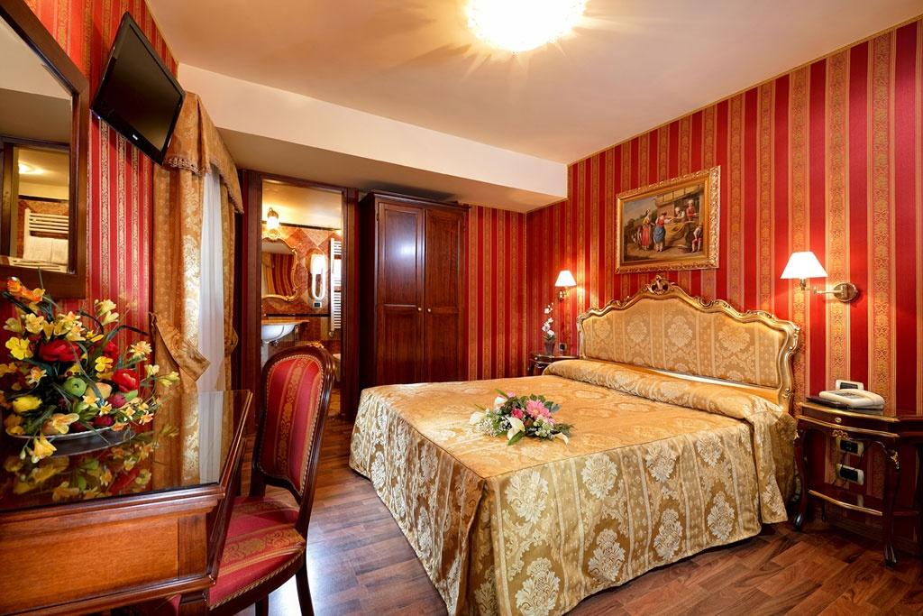 Habitaciones y precios hotel citta 39 di milano venecia for Deco de habitaciones matrimoniales